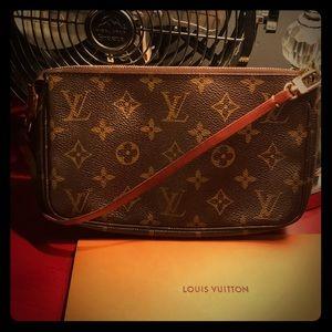 💯 Authentic Louis Vuitton Pouchette Monogram 😍